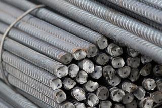Produkcja stali w Polsce spadła o 28,7 proc. rok do roku