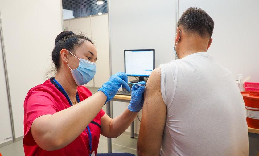 Lewica chce, aby dzień szczepienia przeciw COVID-19 był dniem wolnym od pracy.