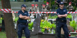 Policja zabezpiecza protest na cmentarzu. Brat ostro o ekshumacji