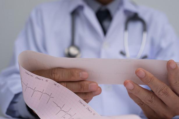 Spór toczył się o to, czy lekarz będzie musiał zapłacić od tego wynagrodzenia VAT