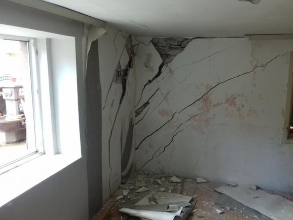 Ispucali zidovi na kući