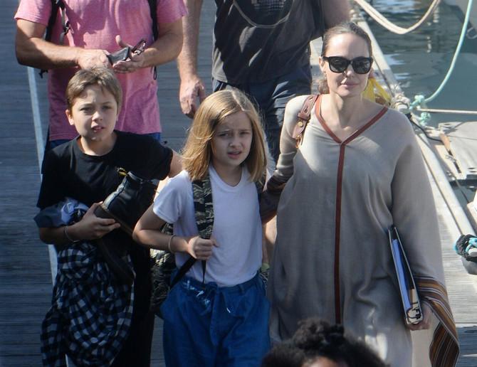 Anđelina sa ćerkama Šilo i Vivijen