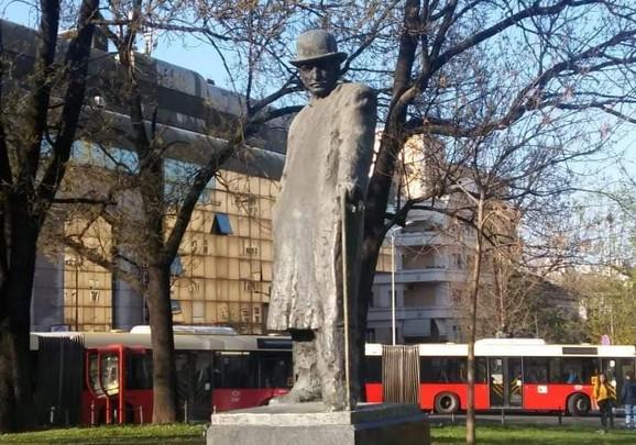 Spomenik Branislavu Nušiću na Trgu republike