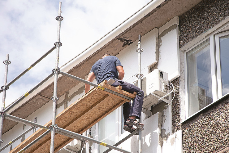 UPRAVNICI stock-photo-thermal-insulation-of-the-exterior-wall-panel-worker-man-insulates-wall-high-rise-building-1149409331