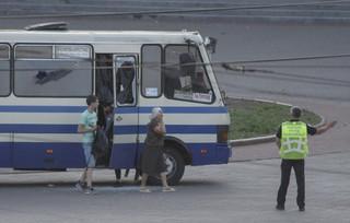 Ukraina: Uwolniono trzech zakładników przetrzymywanych w autobusie