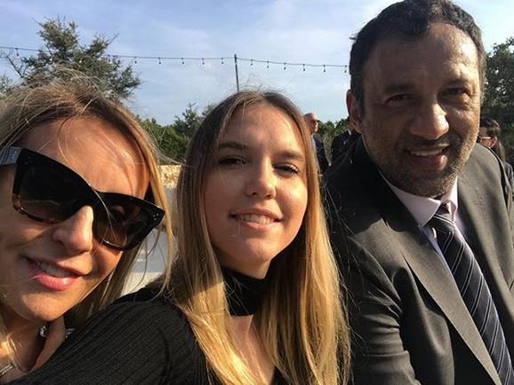 Petra Divac sa roditeljima