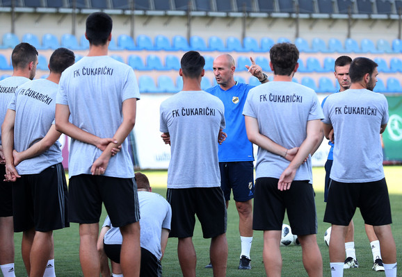 Aleksandar Veselinović i igrači FK Čukarički na stadionu u Jerevanu