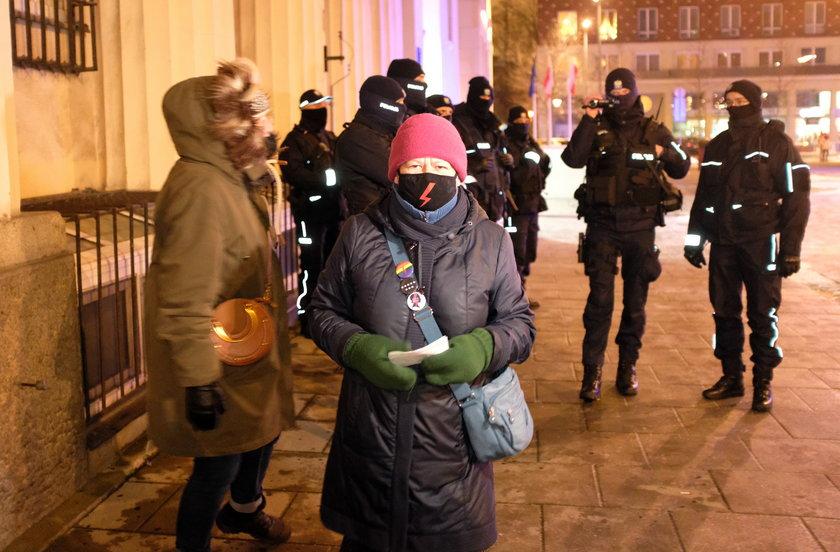 Babcia Kasia wspiera protesty kobiet.