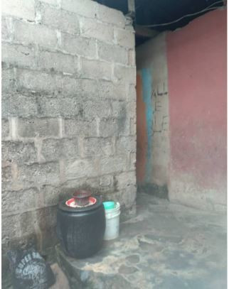 Mrs Ajala lives in an uncompleted building with her three children (Pulse)