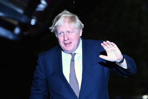 """""""ŽELIMO JOJ SVE NAJBOLJE"""" Britanski premijer Džonson: Kraljica se vratila radnim obavezama"""