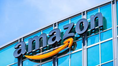 Amazon usunął ostatnio ponad 200 mln fałszywych recenzji produktów