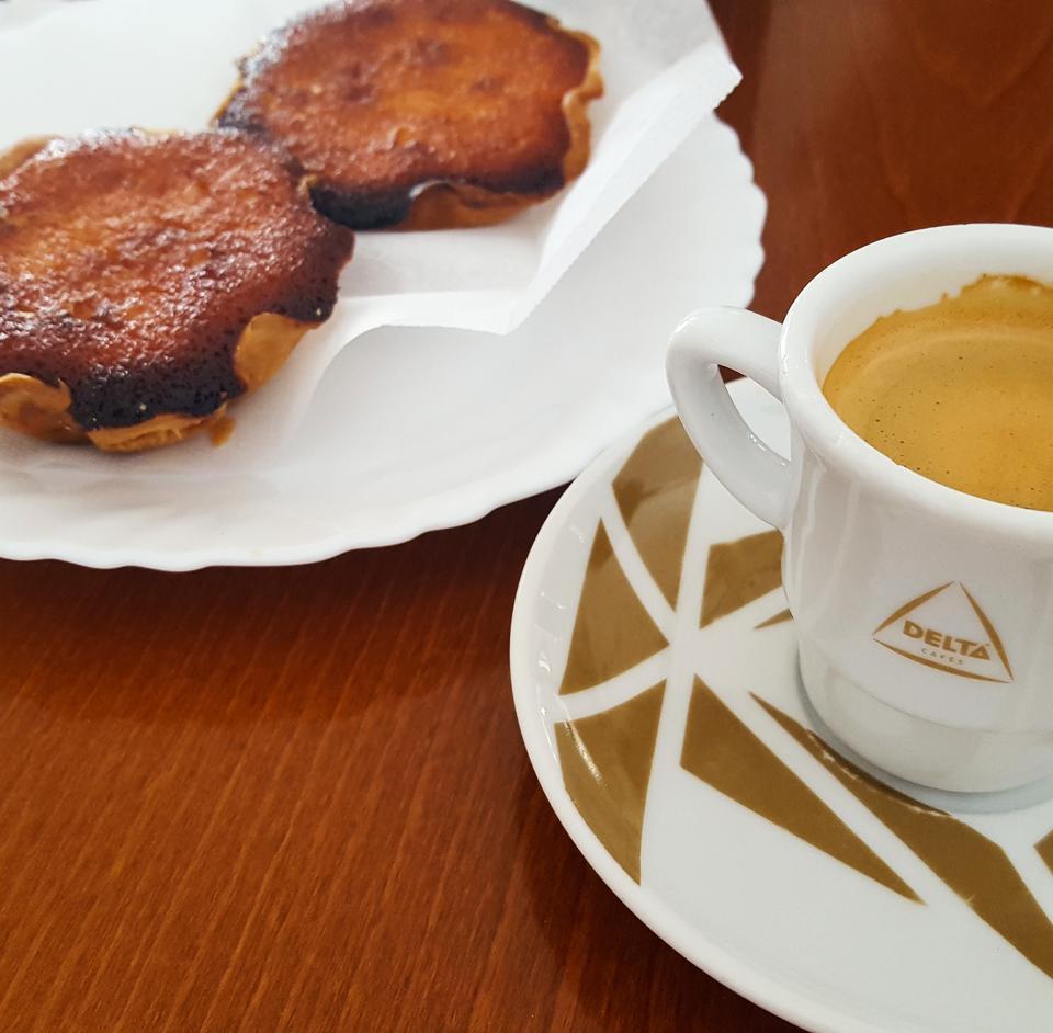 Kawa i portugalskie słodkości