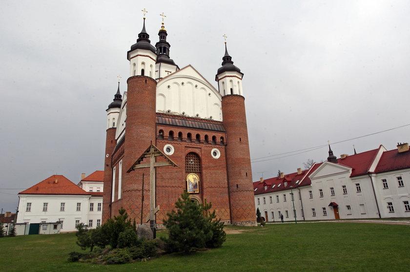 Monaster Supraski, tam pochowano abp Mirona Chodakowskiego