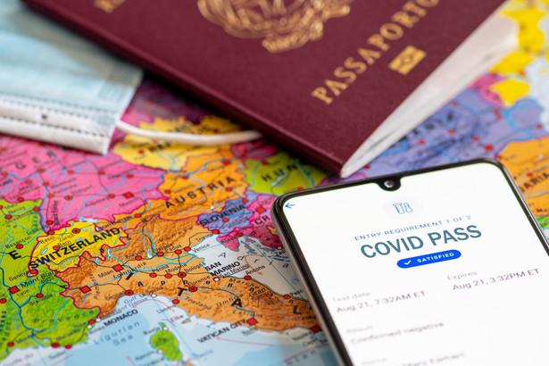 Wszystkie państwa UE wprowadzają certyfikaty covidowe 1 lipca.