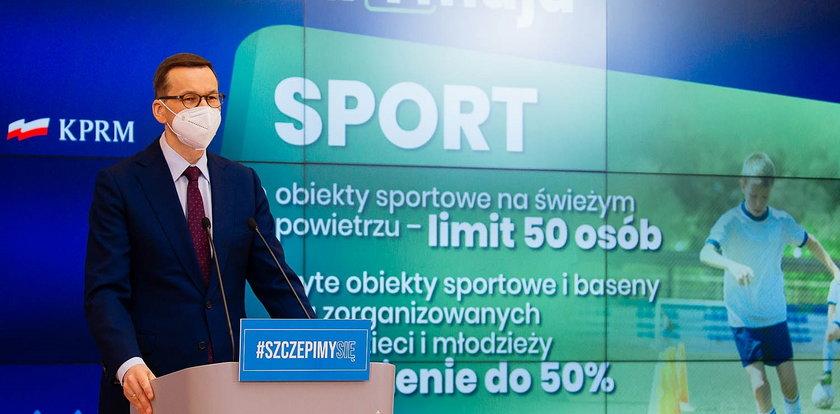 Rząd znosi część obostrzeń, ale Morawiecki wyznał coś, co musi budzić wielkie zdziwienie. Nikt nie zauważył przemyconej przez niego dziwnej daty! Coś jest na rzeczy?