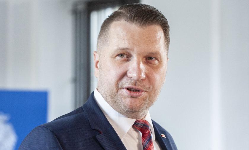 Minister edukacji i nauki Przemysław Czarnek ma nadzieję, że dzieci wrócą do szkół 19 kwietnia