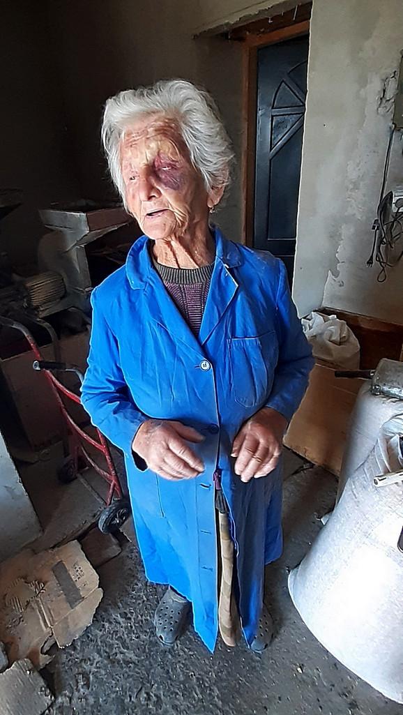 Nisu joj verovali da nema više novca, preturili su ceo stan, staricu tukli i pretili joj, a onda otišli sa 3.000 dinara