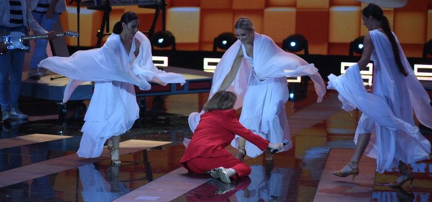 Wypadek Izabeli Trojanowskiej na scenie w Koszalinie podczas Wakacyjnej Trasy Dwójki!