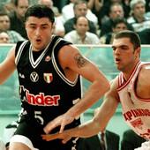 """ČUDO SAŠE DANILOVIĆA O KOME ITALIJA I DANAS PRIČA: 16 sekundi do kraja, """"minus 4"""", a onda se pojavljuje Srbin! Preko NBA legende TROJKA UZ FAUL, pa rapsodija ZA TITULU! /VIDEO/"""