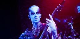 Nergal wysypał prochy fana na koncercie!