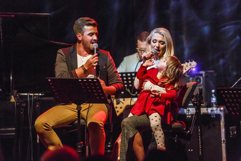 Barbara Kurdej-Szatan z córką i mężem w Opolu