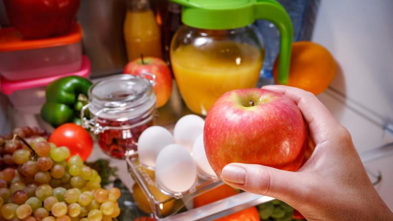 Warzywa i owoce w lodówce