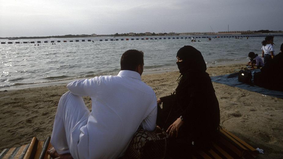 Singielki, wdowy i rozwódki w Arabii Saudyjskiej mogą zamieszkać samodzielnie. Fot. Reza/Getty Images