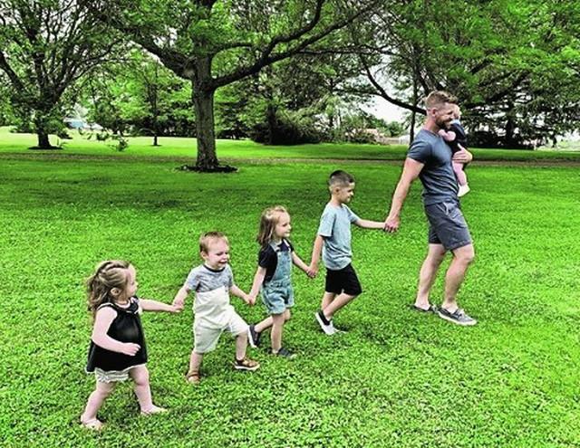 Maksin i Džejk Jang i njihovo devetoro dece