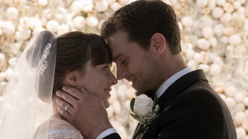 """Dakota Johnson i Jamie Dornan w filmie """"Nowe oblicze Greya"""""""
