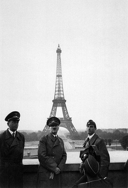Adolf Hitler la Paris după invazia Franței