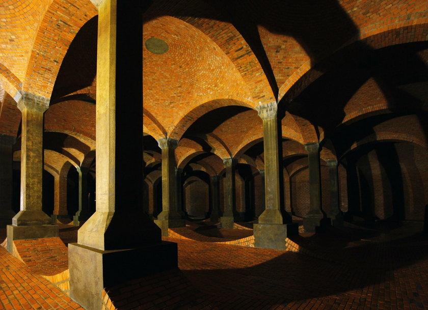 Ślub w podziemnej katedrze na Stokach