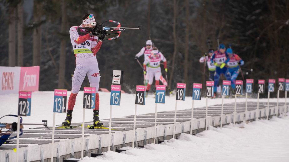 Polscy biathloniści na strzelnicy