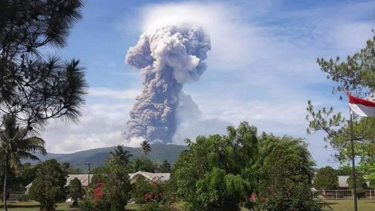 Proradio vukan Soputan na Sulavesiju