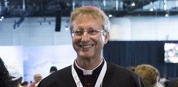Biskup prześladowany przez zakochaną 40-latkę. Zrobiła z jego życia piekło
