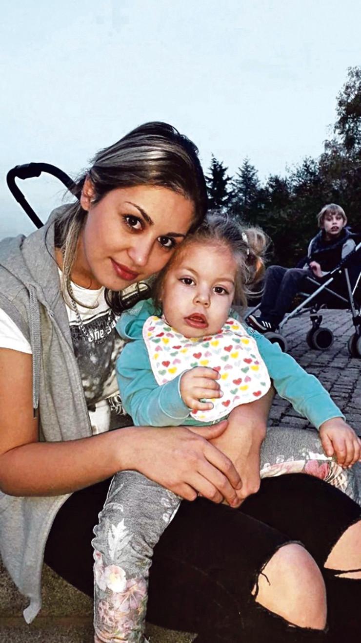 Mama Milena sa ćerkom Mijom