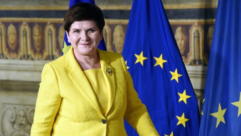 Tuż po tym, jak wczoraj w Rzymie polska premier wystąpiła w żółtej marynarce i bluzce, Internet zalała fala komentarzy na temat jej wyjątkowo nietrafionej stylizacji...