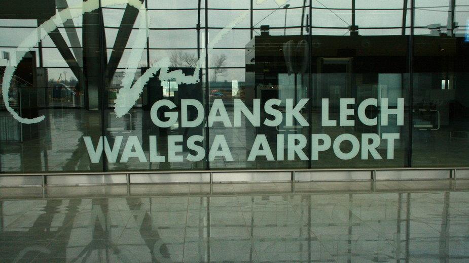 Pijany mężczyzna nie chciał wyjść z samolotu, który wylądował na lotnisku im. Lecha Wałęsy