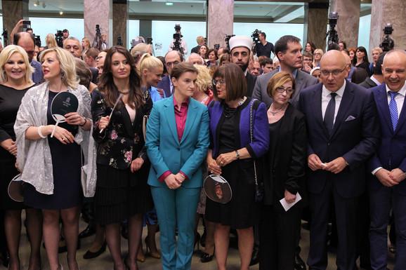 Premijerka Ana Brnabić sa članovima svog kabineta