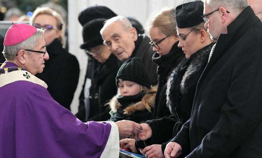 Papież Franciszek przekazał różańce dla rodziny Adamowicza
