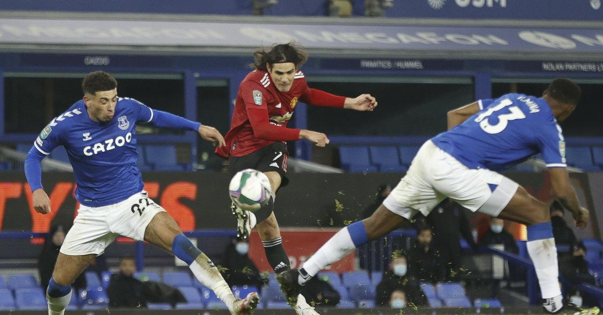 EFL Cup: Manchester United z awansem, ładny gol Edinsona Cavaniego - Sport
