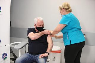 Kraska: Fundusz odszkodowań dla osób, u których wystąpią skutki uboczne po szczepieniu na Covid pojawi się jak najszybciej