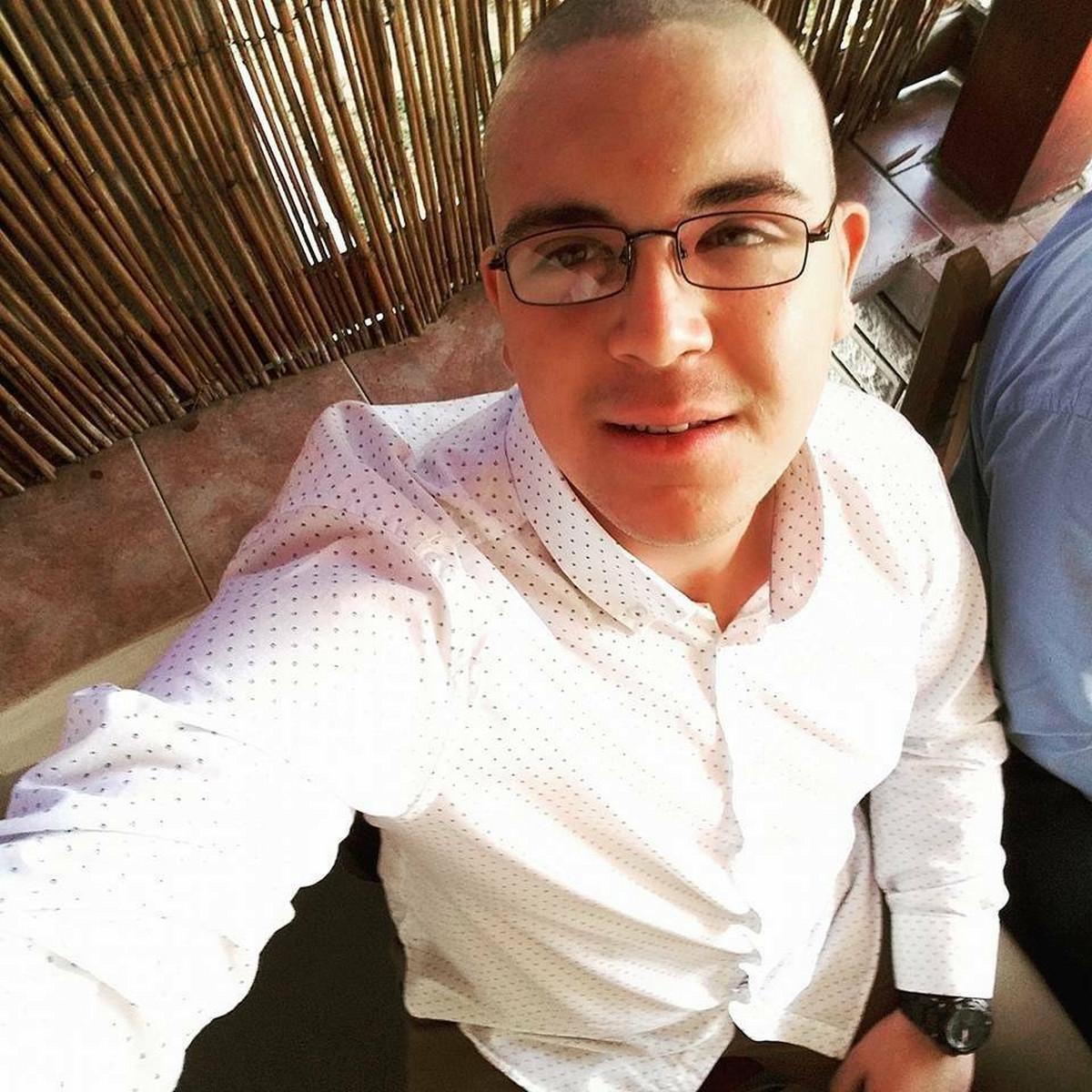 DEDA VOZIO TRAKTOR, UNUK POGINUO Bogdan (19) je trebalo da ode u Nemacku u bolji zivot, a danas ga sahranjuju