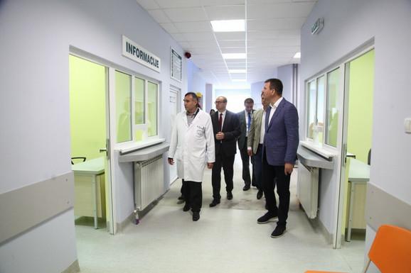 Igor Mirović obilazi radove na rekonstrukciji dela objekta Specijalne bolnice za plućne bolesti ''Dr Budislav Babić'' u Beloj Crkvi