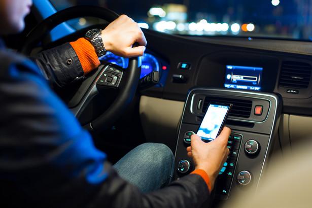 samochód, smartfon