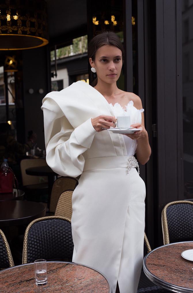 Glamurozna ženstvenost u belom, model Ines Ćulibrk
