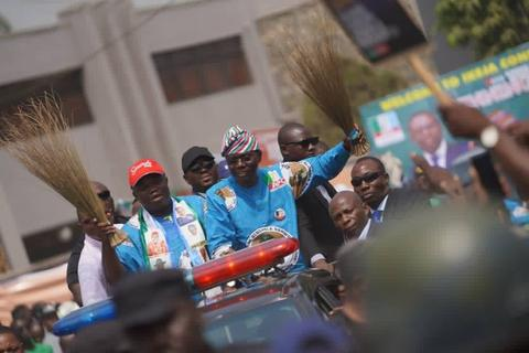 Sanwo-Olu rides with Ambode through the campaign ground in Lagos (Lagos APC)