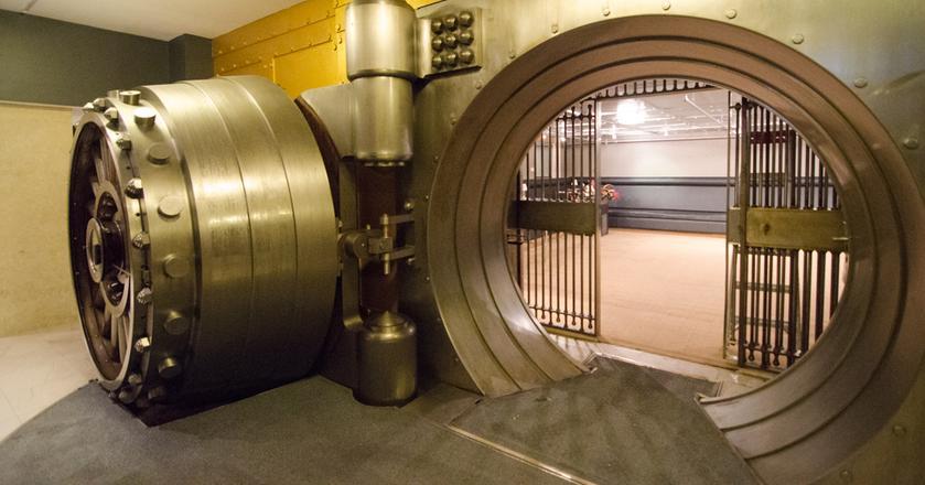 Na koniec kwietnia w kasach banków było 12,5 mld zł, wobec depozytów o wartości 636 mld zł, czyli poniżej 1,3 proc. To 7 proc. całej gotówki w obiegu