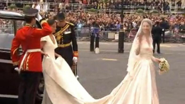 Suknia ślubna księżnej Catherine była wyjątkowa, ale czy najpiękniejsza ze wszystkich kreacji, w których pojawiły się słynne panny młode w 2011 roku?