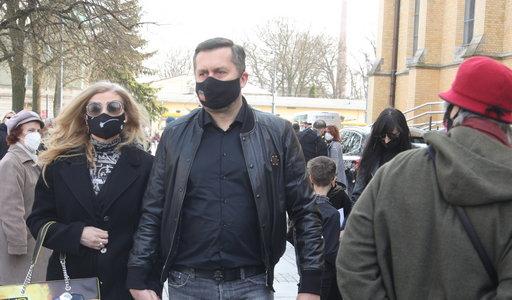 Norbi w takim stroju na pogrzebie Krzysztofa Krawczyka. Przesadził?