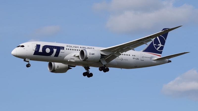 LOT Boeing 787-8 (SP-LRA) London Heathrow 11Apr2015